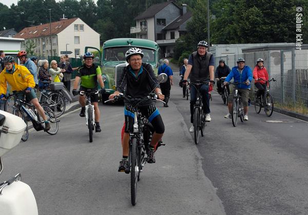 ig-bismarck-ebike-tour-310716-zwischenstopp-wipperfuerth-ankunft-ebikes