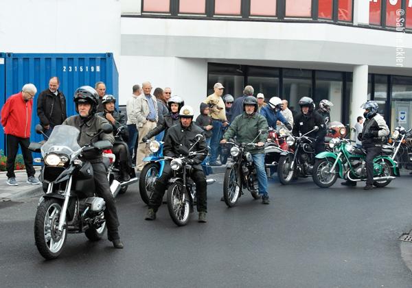 ig-bismarck-ebike-tour-310716-vordemstart-historische-motorraeder