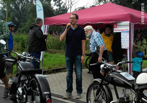 ig-bismarck-ebike-tour-310716-zwischenstopp-wipperfuerth-begruessung-buergermeister
